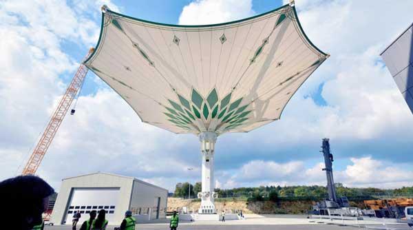 德国造了把伞,竟半个足球场大!
